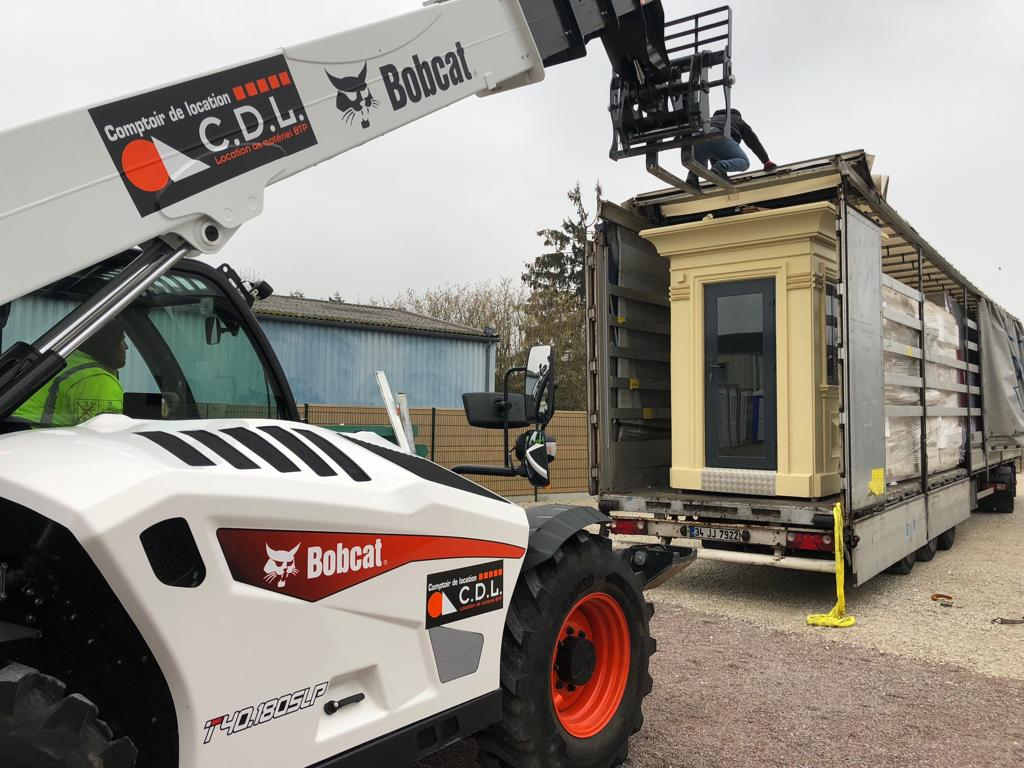 offloading a kiosk from a trailer